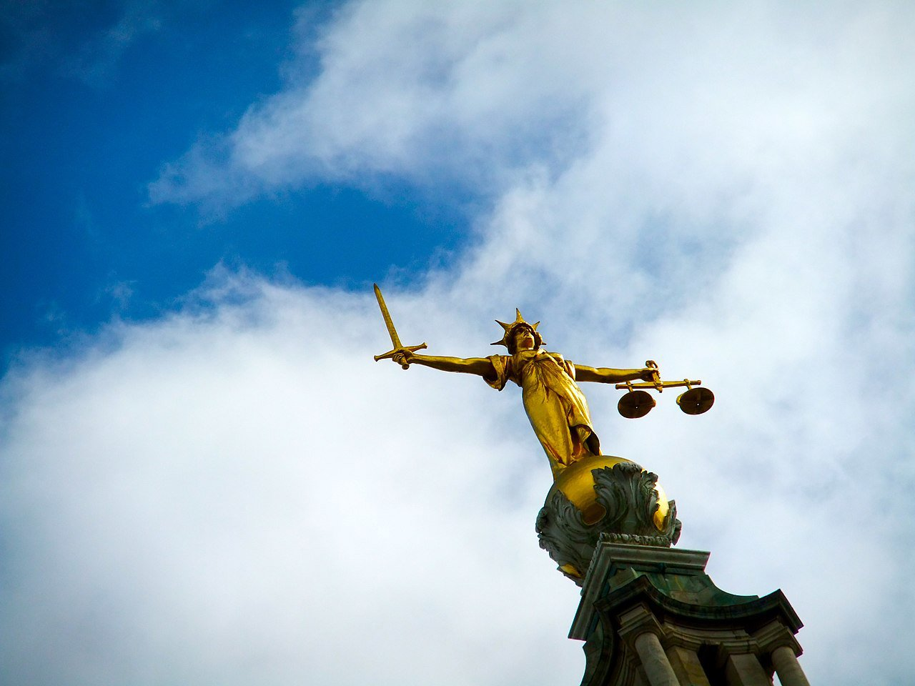 Justice statue atop the Old Bailey criminal court