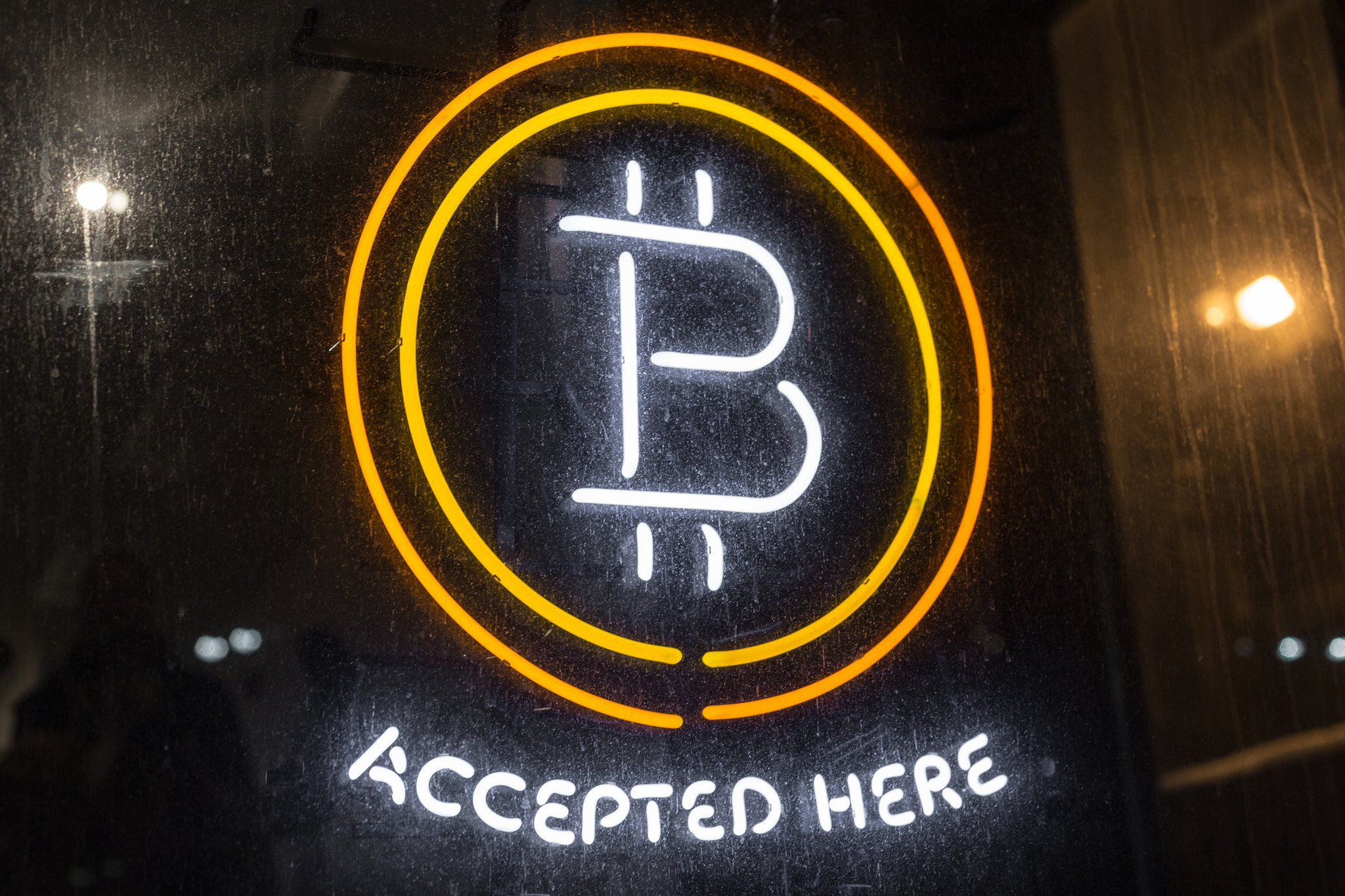 """Bitcoin Accepted Here"" image"